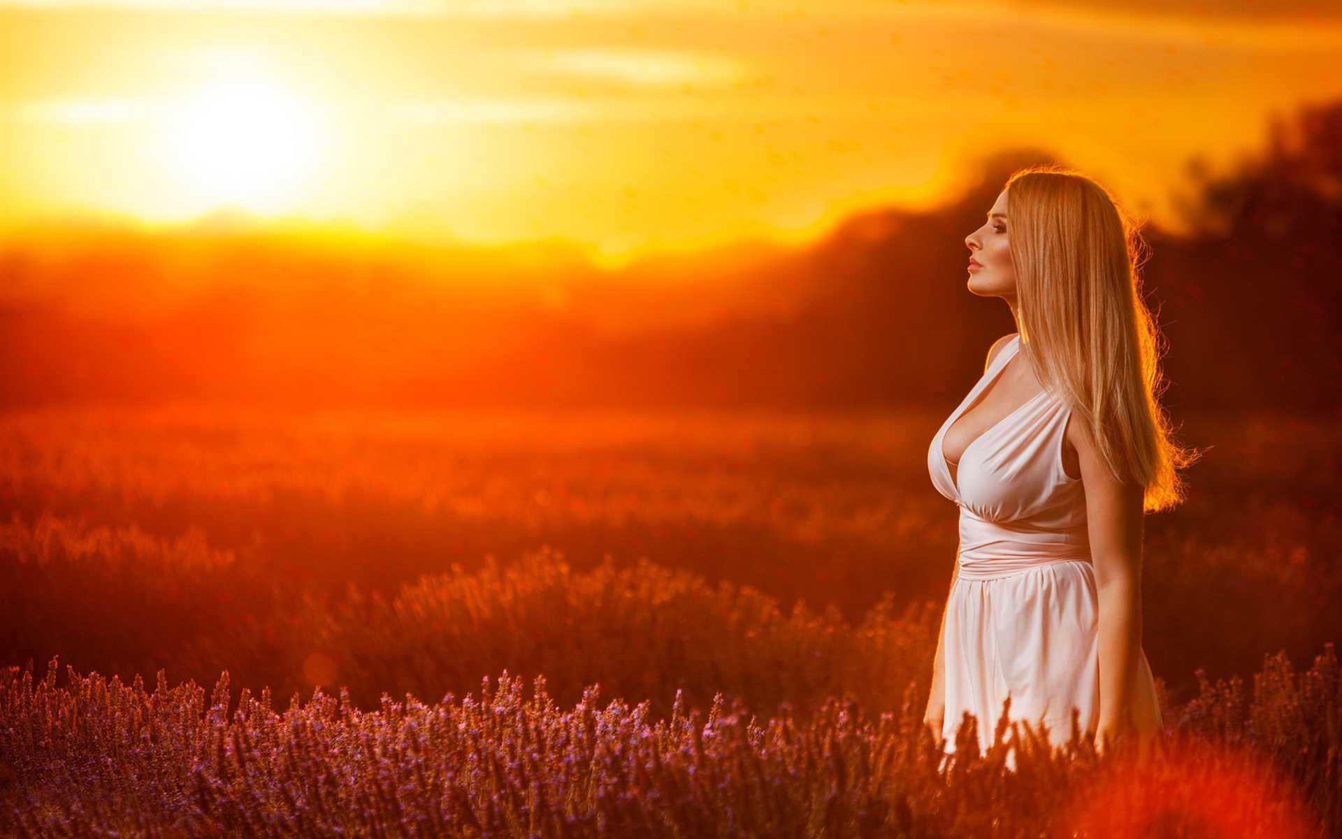 Позы для фотосессии для девушек на природе летом