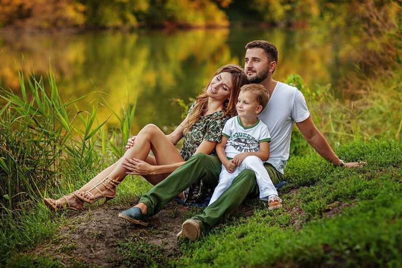Позы для семейной фотосессии9