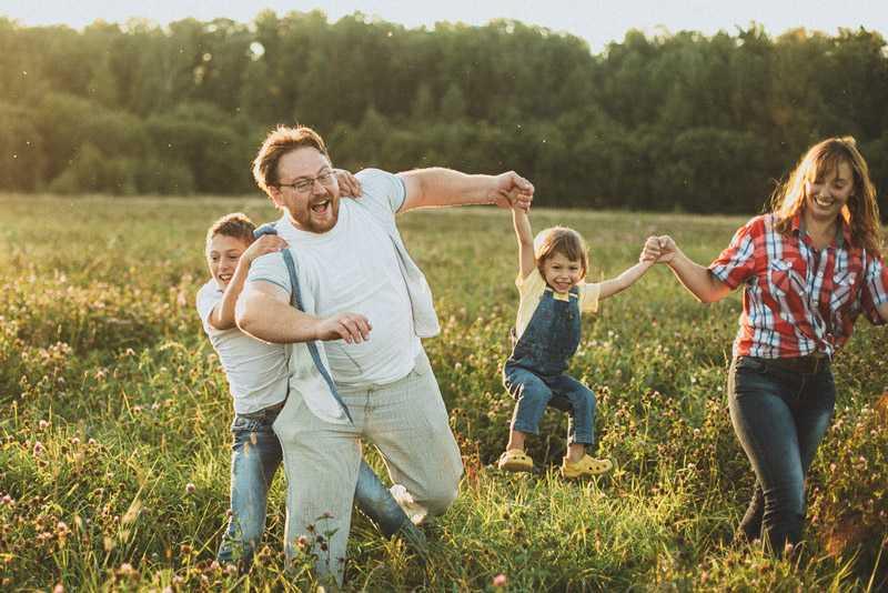 Позы для семейной фотосессии7