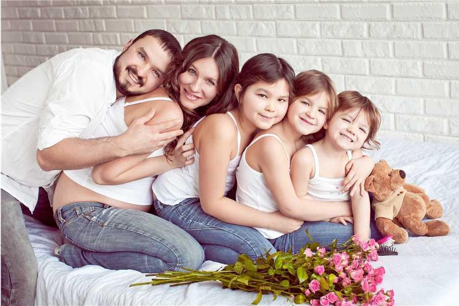 Позы для семейной фотосессии1