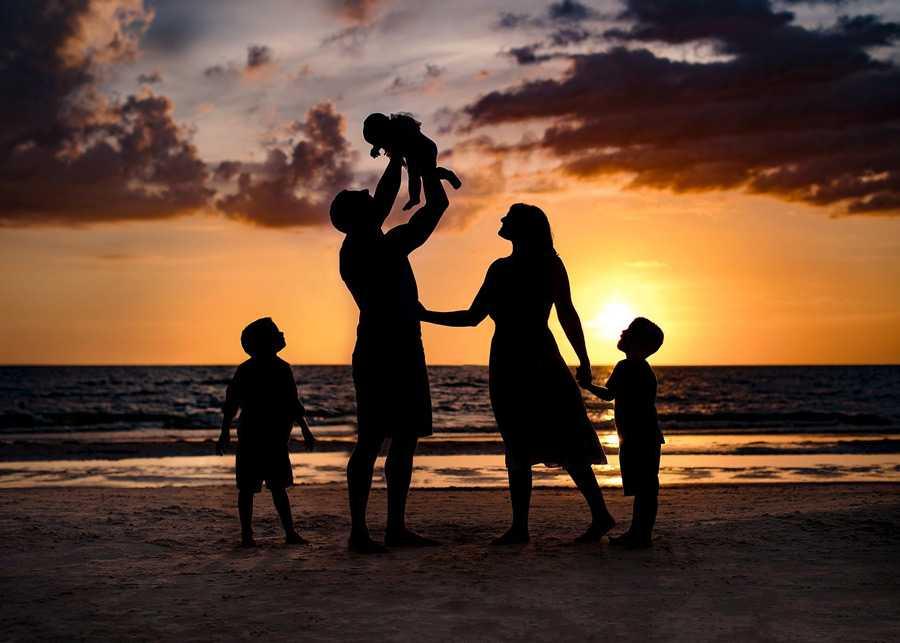 Позы для семейной фотосессии13