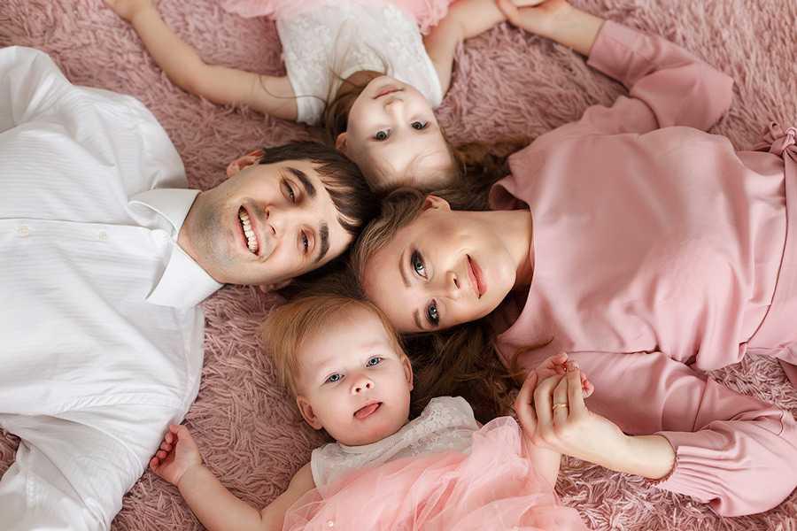 Позы для семейной фотосессии15