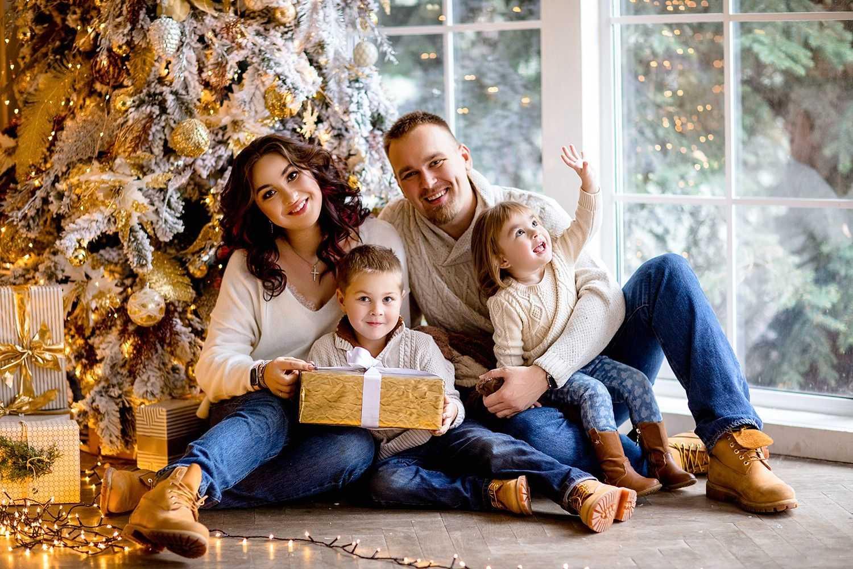 Семейные фотосессии в студии фото идеи23