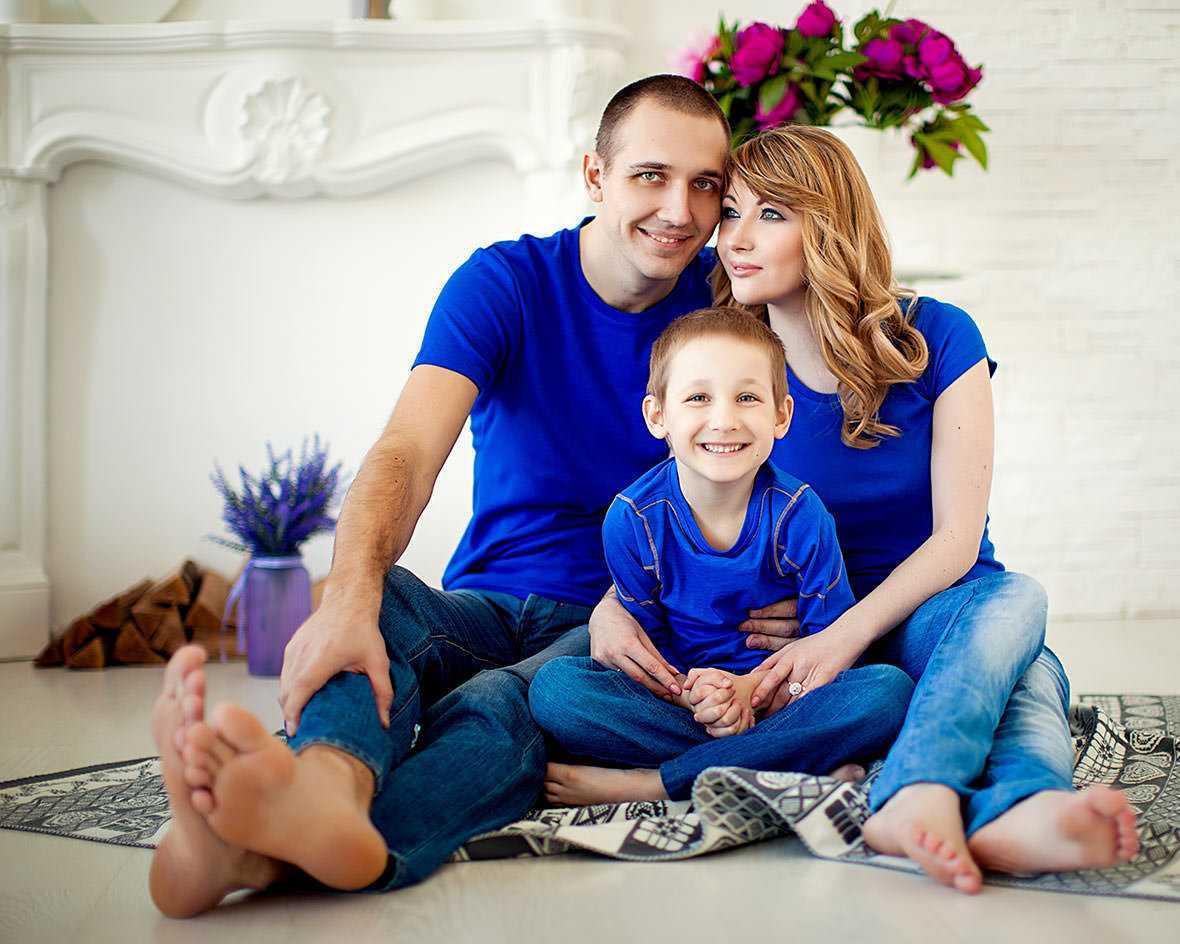Семейные фотосессии в студии фото идеи5