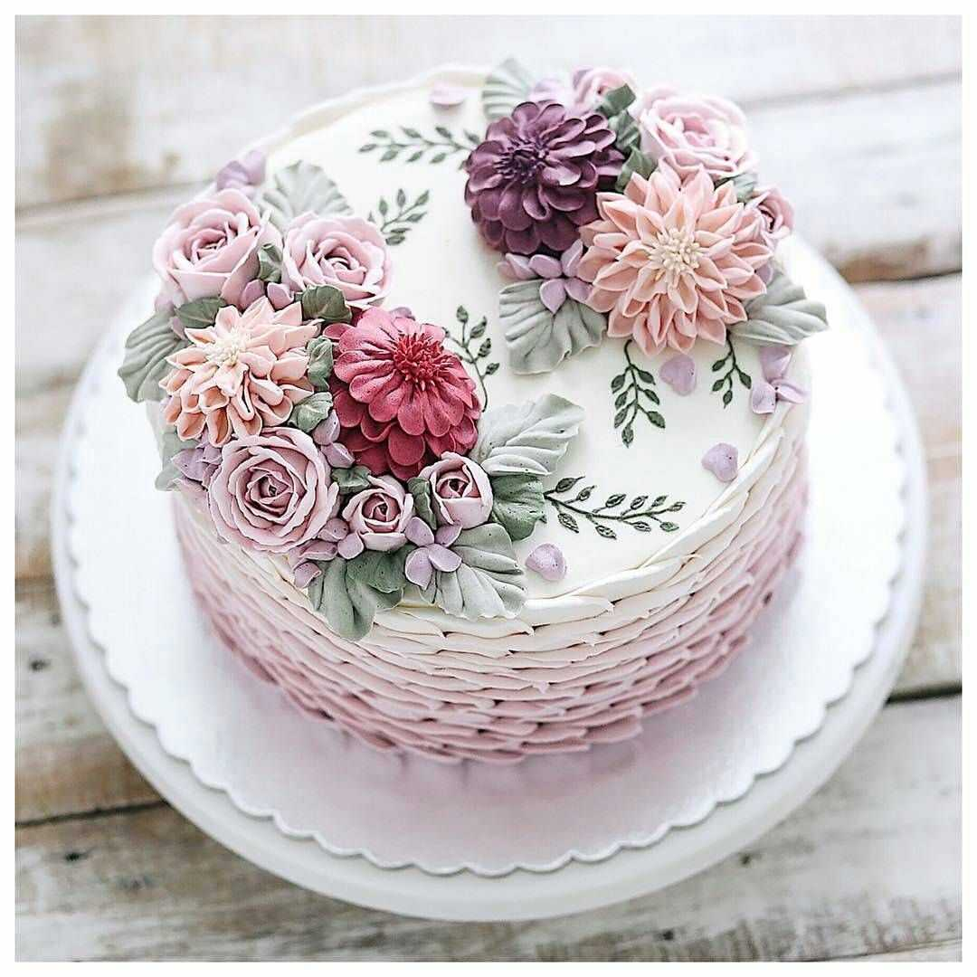 Украшение живыми цветами торта9
